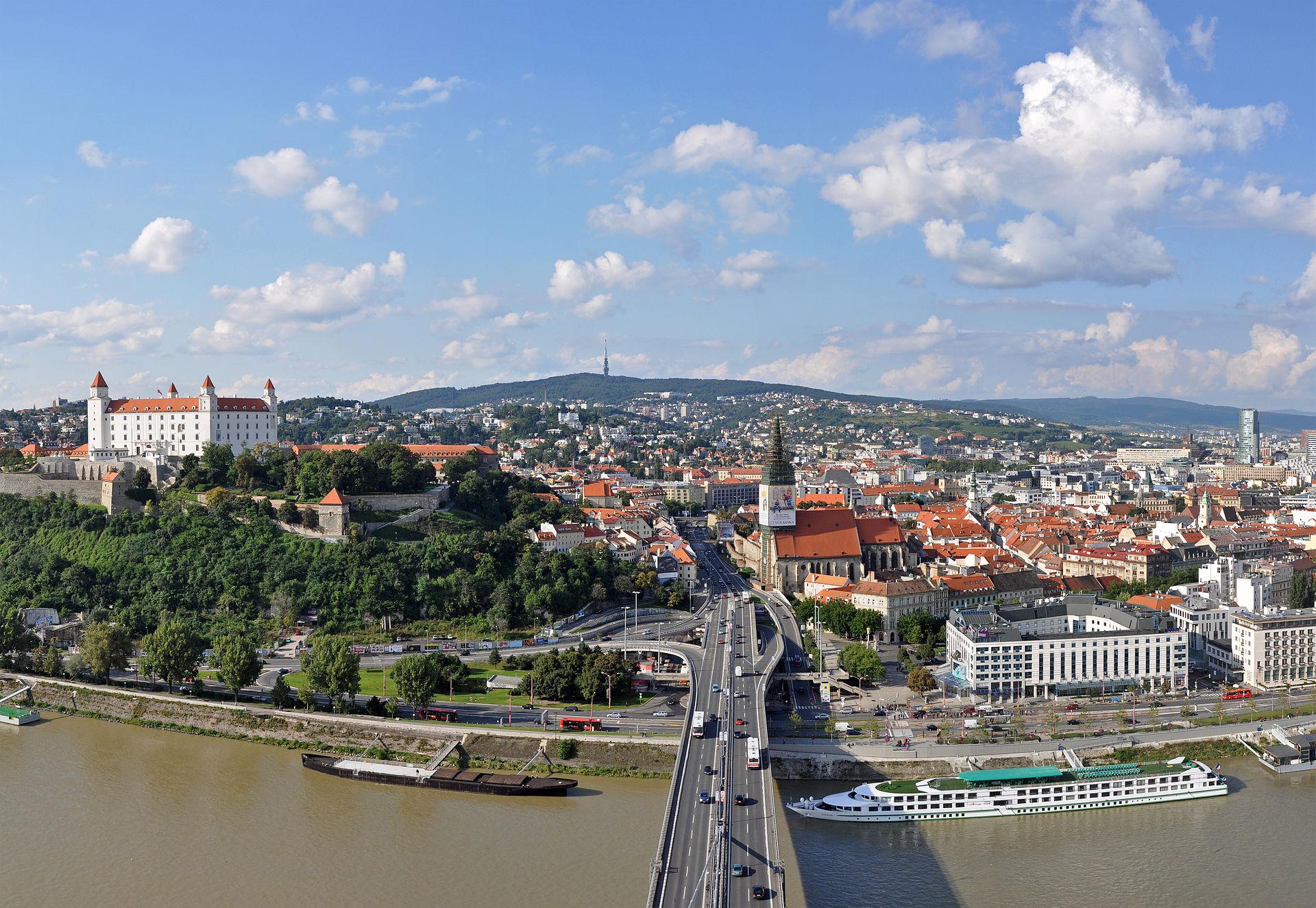 Bratislava_Panorama_R01