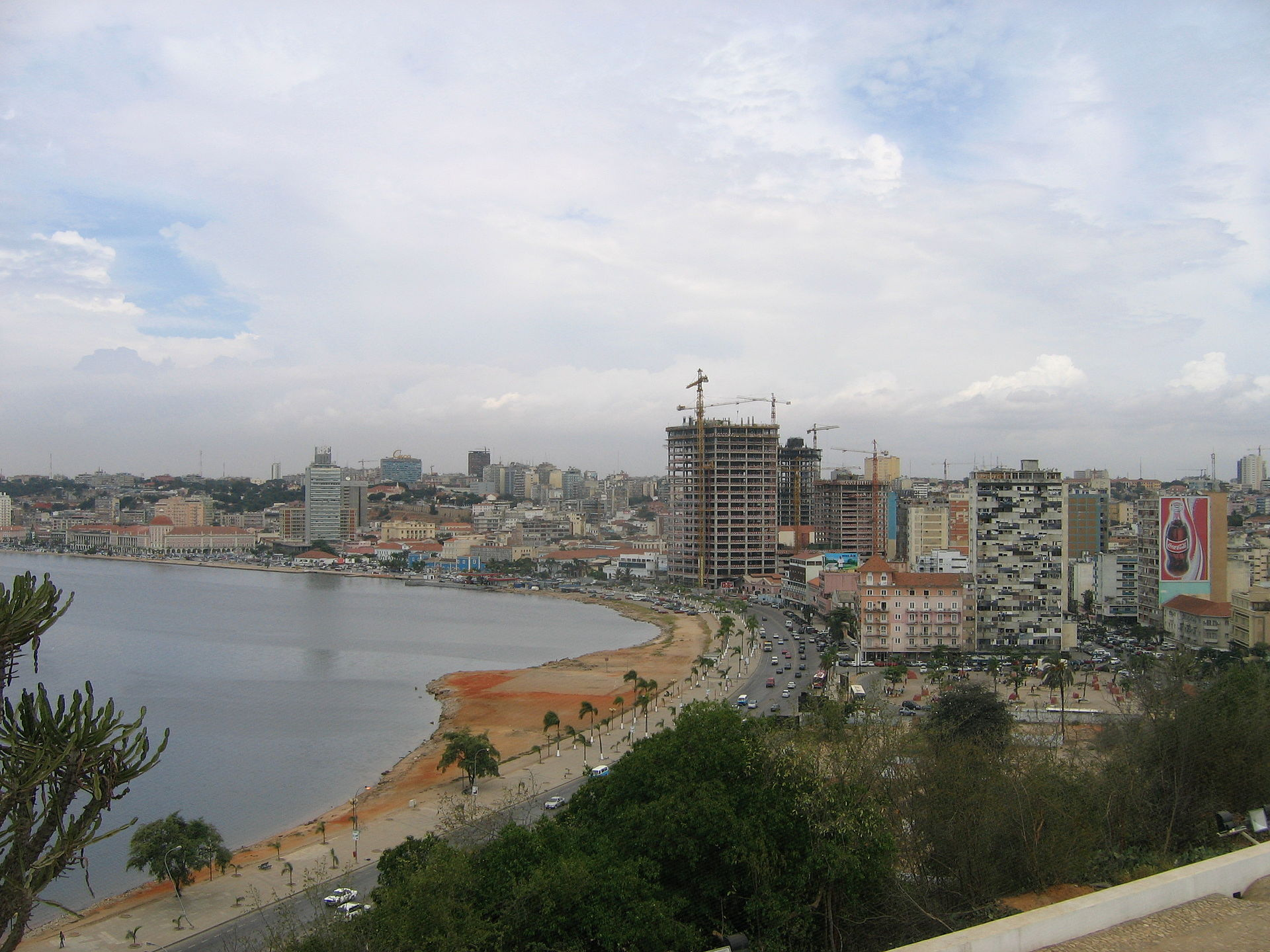 Luanda_from_Fortaleza_Feb_2006