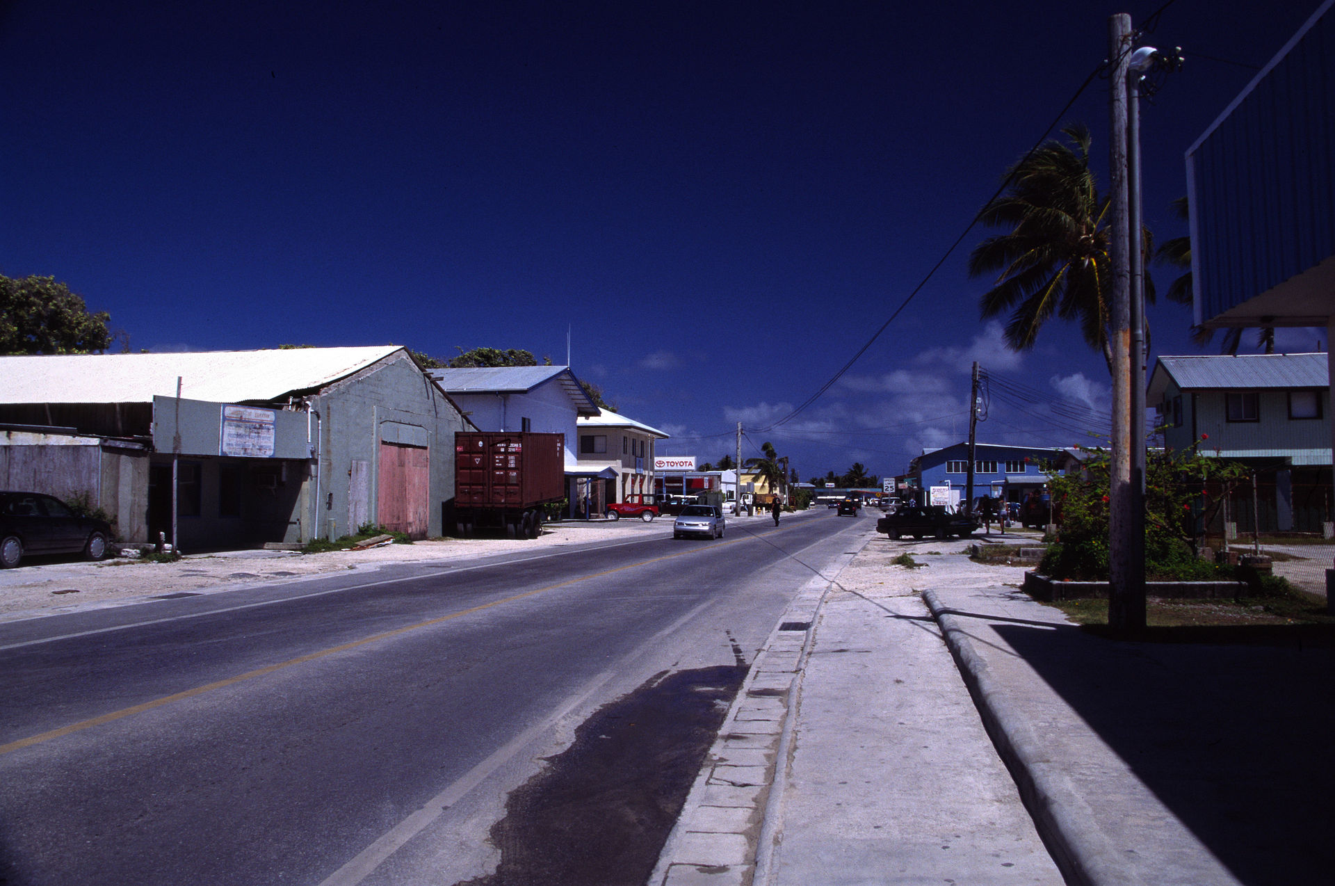 Majuro_main_road
