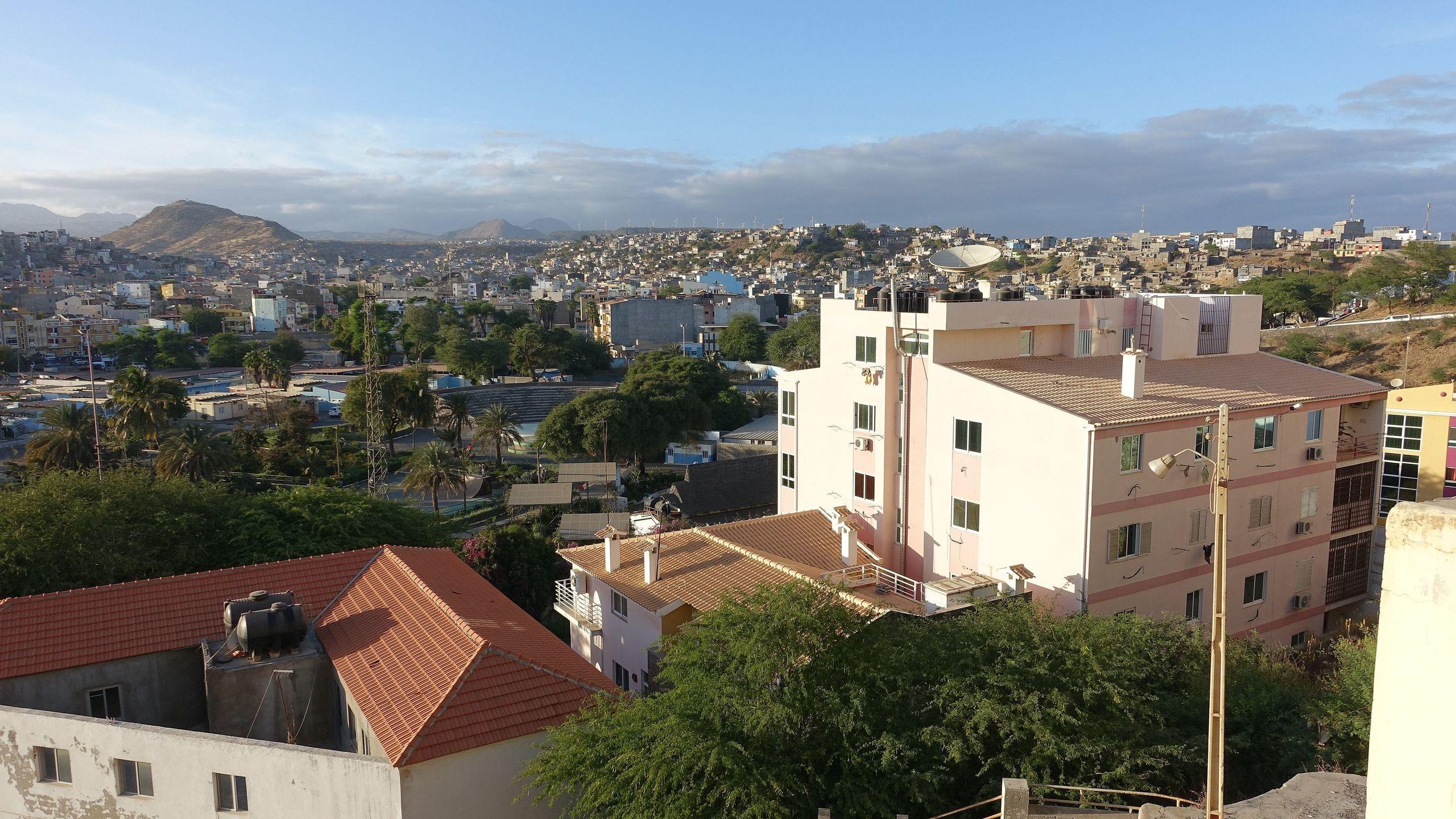 Praia_-_Stadt_vom_Plateau