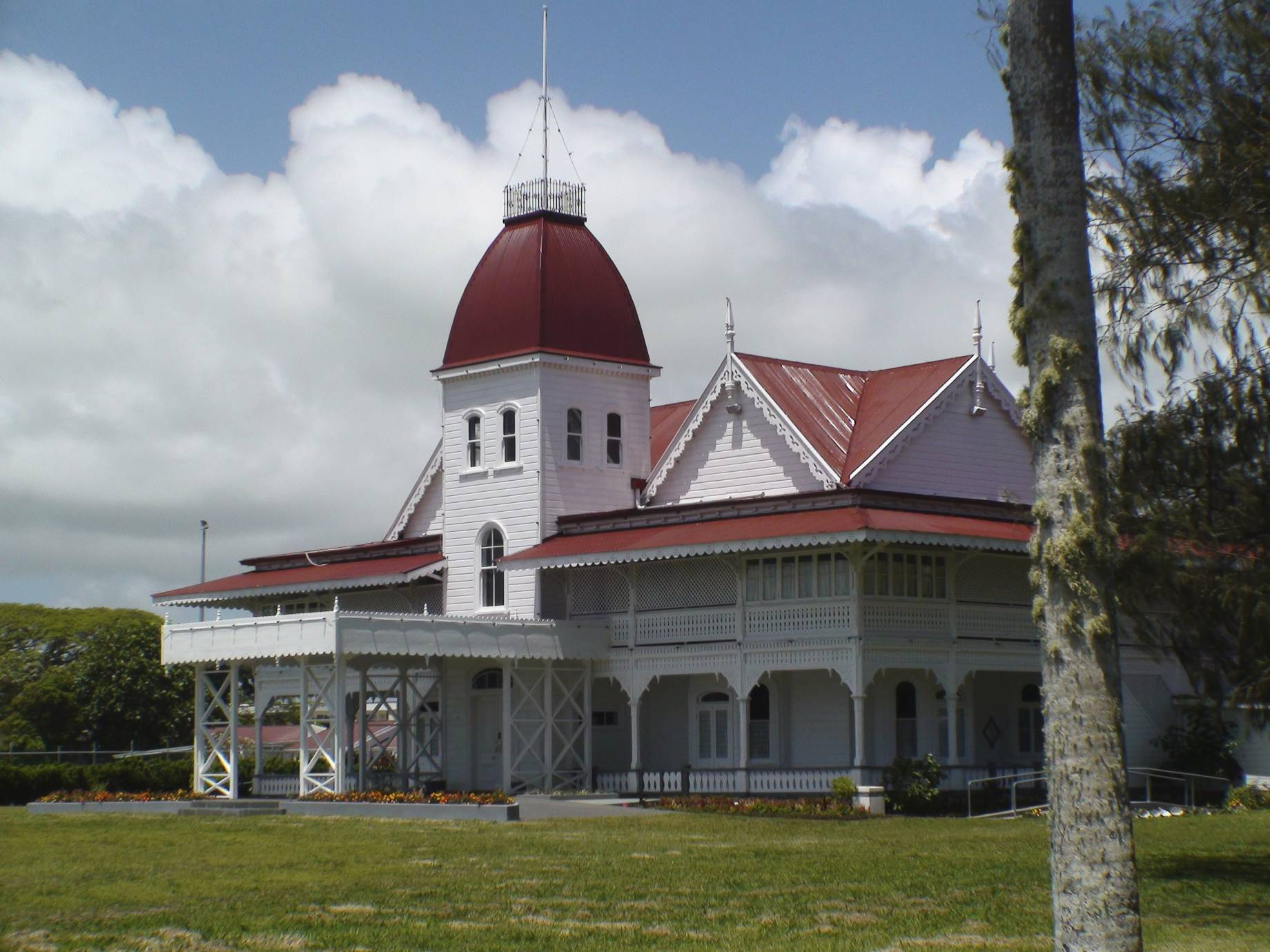 Tonga_Royal_Palace_Oct_08